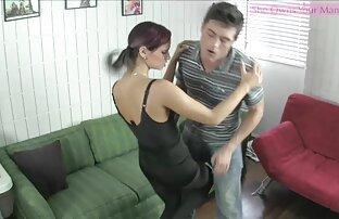लड़की एक साथ तीन पुरुषों की सेक्सी मूवी वीडियो में सेवा करती है