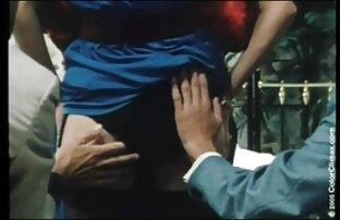 स्कीनी किशोरों की लड़की उसके मुंह के साथ एक आदमी को संतुष्ट, और फिर उस मूवी फिल्म सेक्सी वीडियो में पर बैठ गया